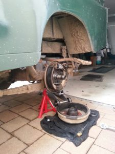 Serie, Demontage Bremstrommel und Radträger