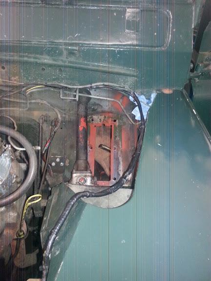 Der Auschnitt für das Bremspedal in der Spritzwand musste vergrößert werden.