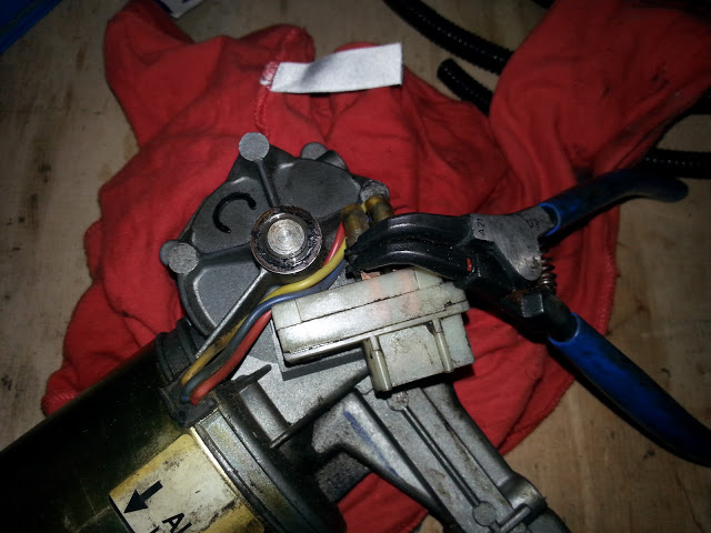 Td5, Scheibenwischergetriebe, Sicherungsring der Zahnradwelle entfernen
