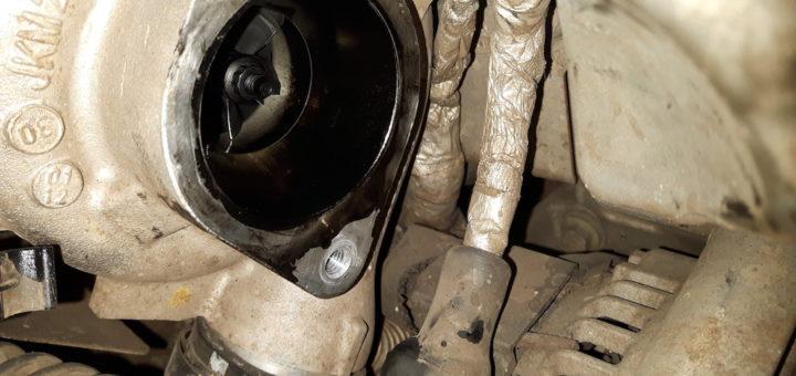 Land Rover Defender Td4 2.2 - Ölige Frischluftseite Td4 Turbolader.