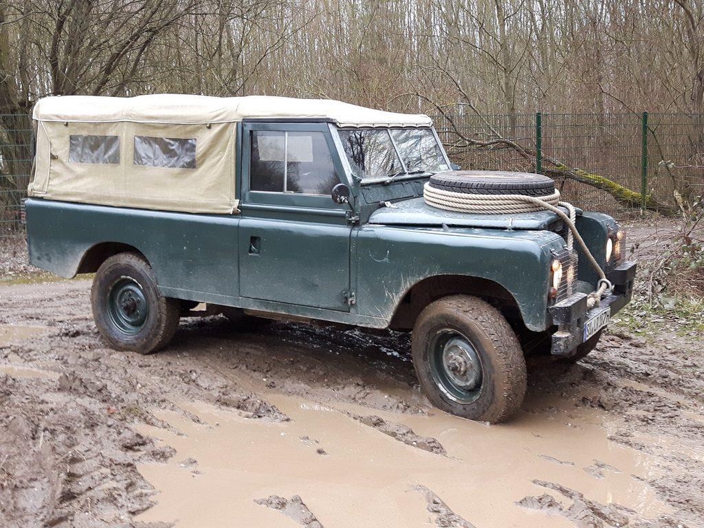 Land Rover Serie IIa - Mit dieser Farbe nahm ich den Wagen 2013 in Empfang.
