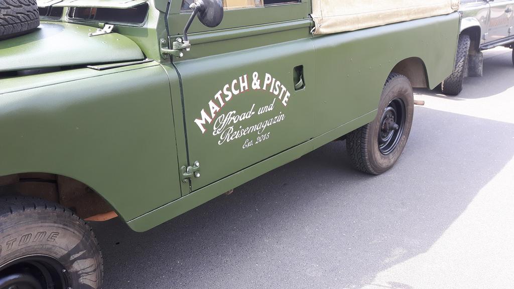 Land Rover Serie IIa - Frisch mit der Hand bemalt.