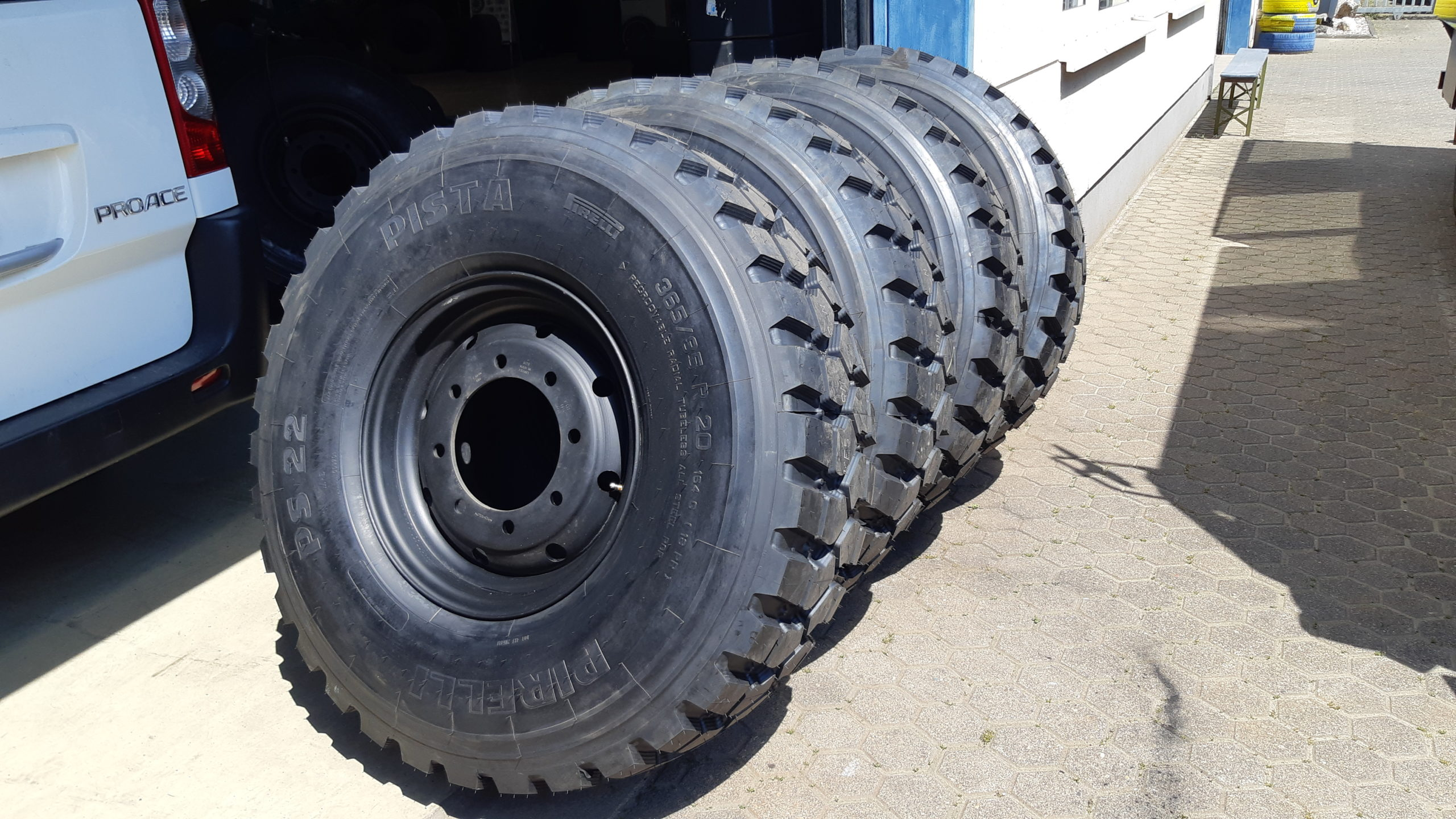 Die neuen Reifen - Pirelli PS22 PISTA 365/85 R20