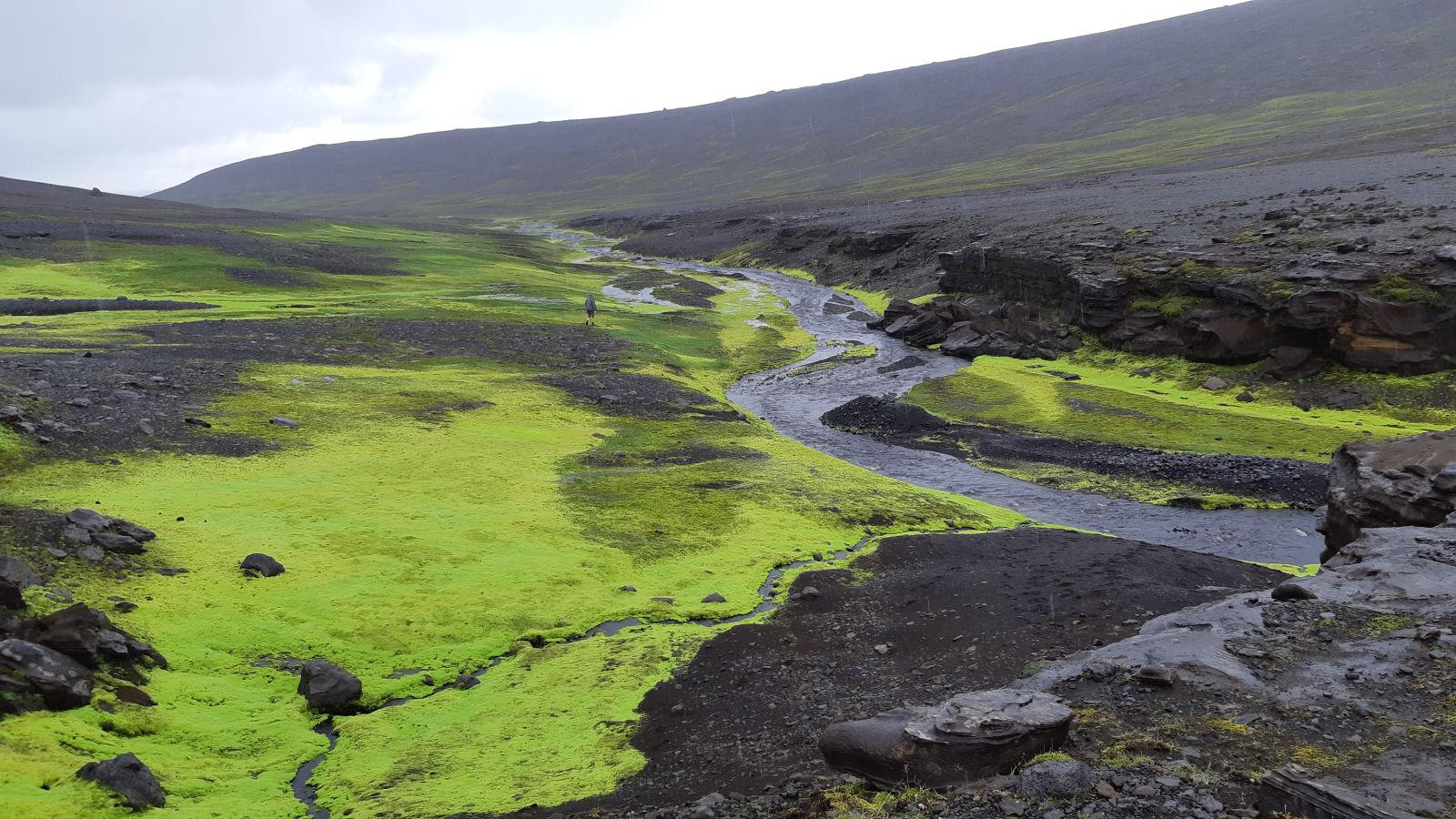 Island wartet mit stetig wechselnden Farbspielen auf.